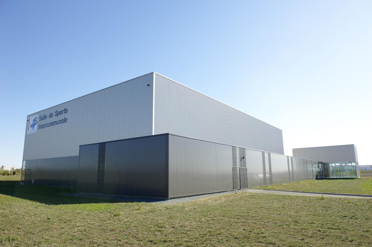 Construction d'une salle de sport intercommunale à Sainte-Hermine par le cabinet DGA Architectes des Herbiers