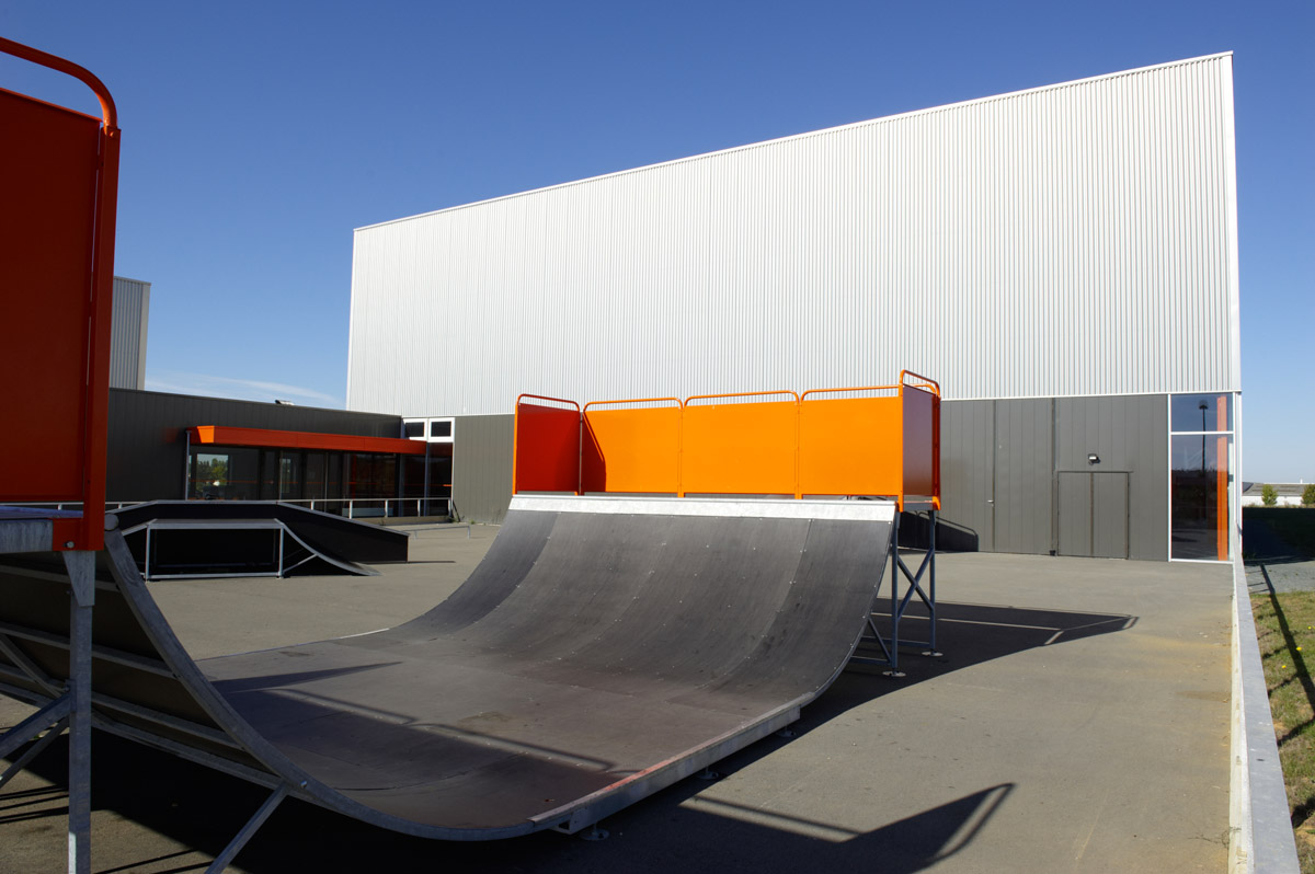 Skate park Sainte-Hermine par DGA Architectes