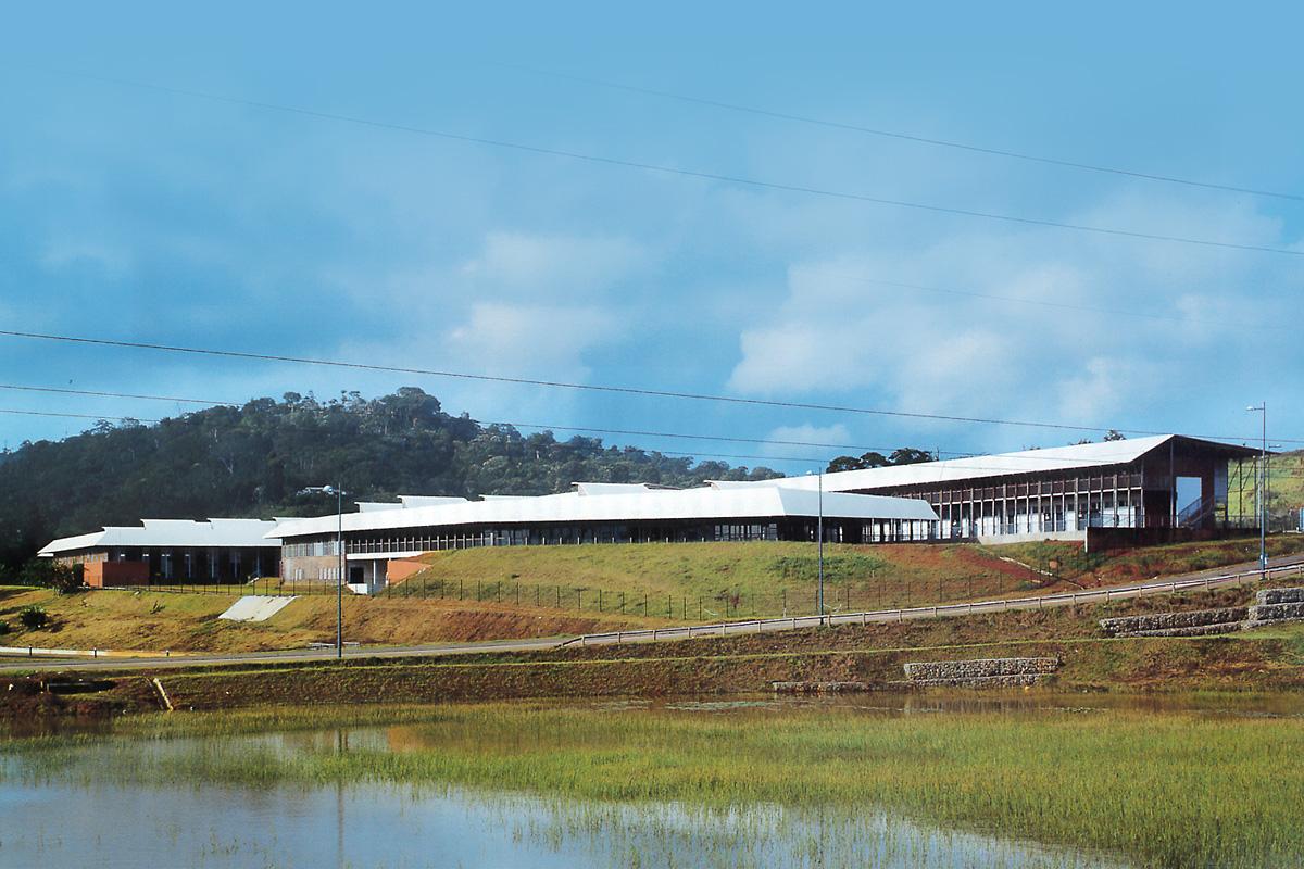 Lycée technique et plateau sportif réalisé par les architectes de DGA les Herbiers