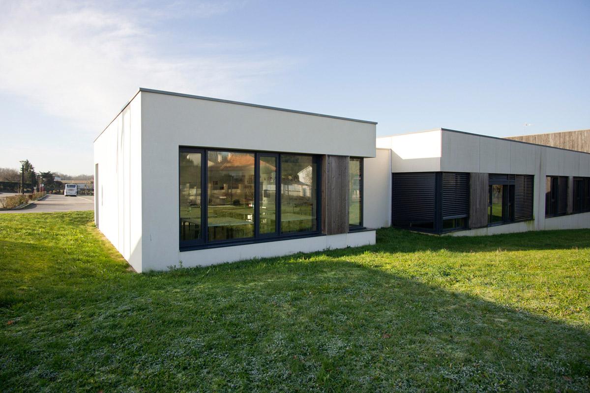 L'agence d'architectes des Herbiers, DGA construit des vestiaires pour le collège de Piobetta