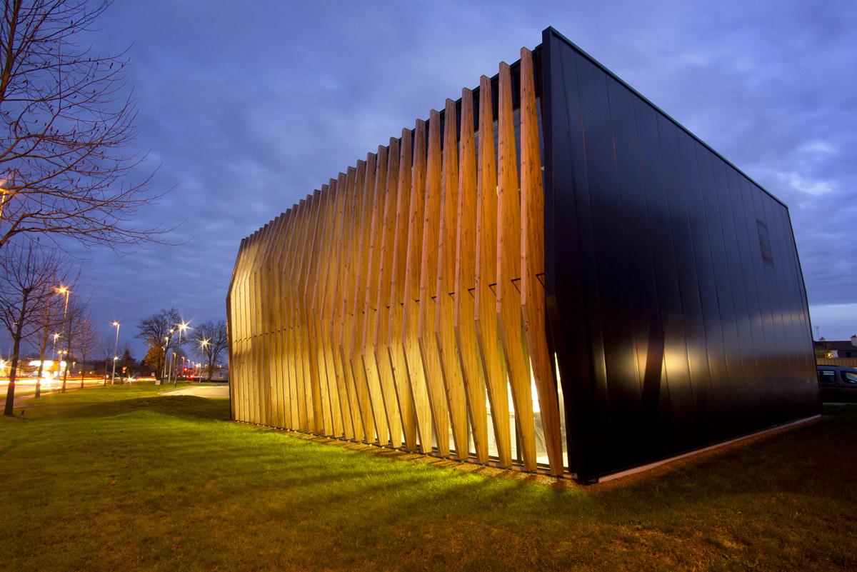 Les bureaux de DGA de nuit - Agence d'architectes aux Herbiers