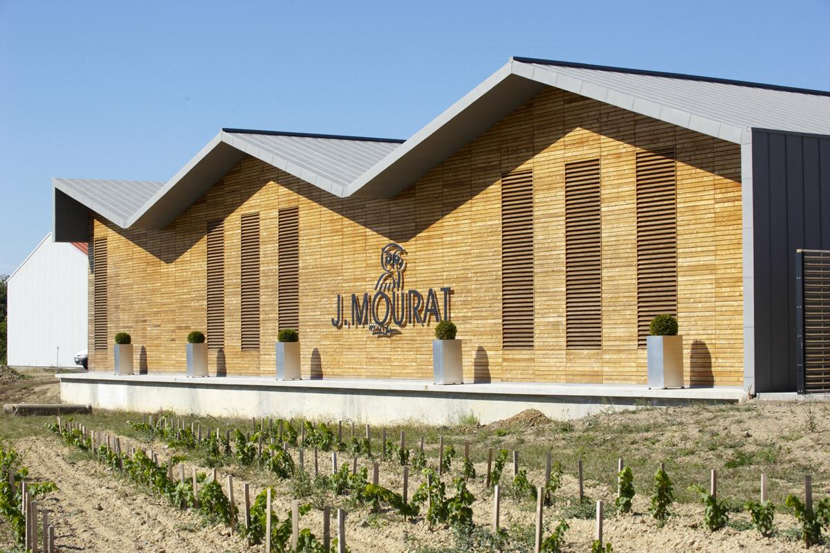 Bâtiment de stockage des vins imaginé par l'agence d'architectes DGA