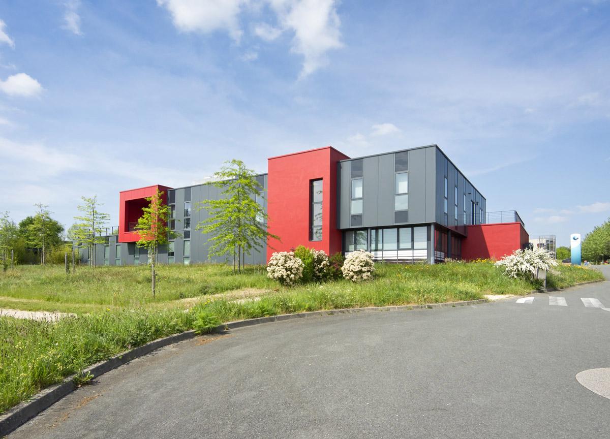Bâtiment d'architectes pour les bureaux de pôle emploi aux Herbiers - DGA Architectes