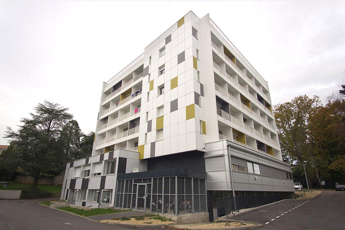 Projet de réhabilitation d'immeuble à la Roche sur Yon par DGA Architectes