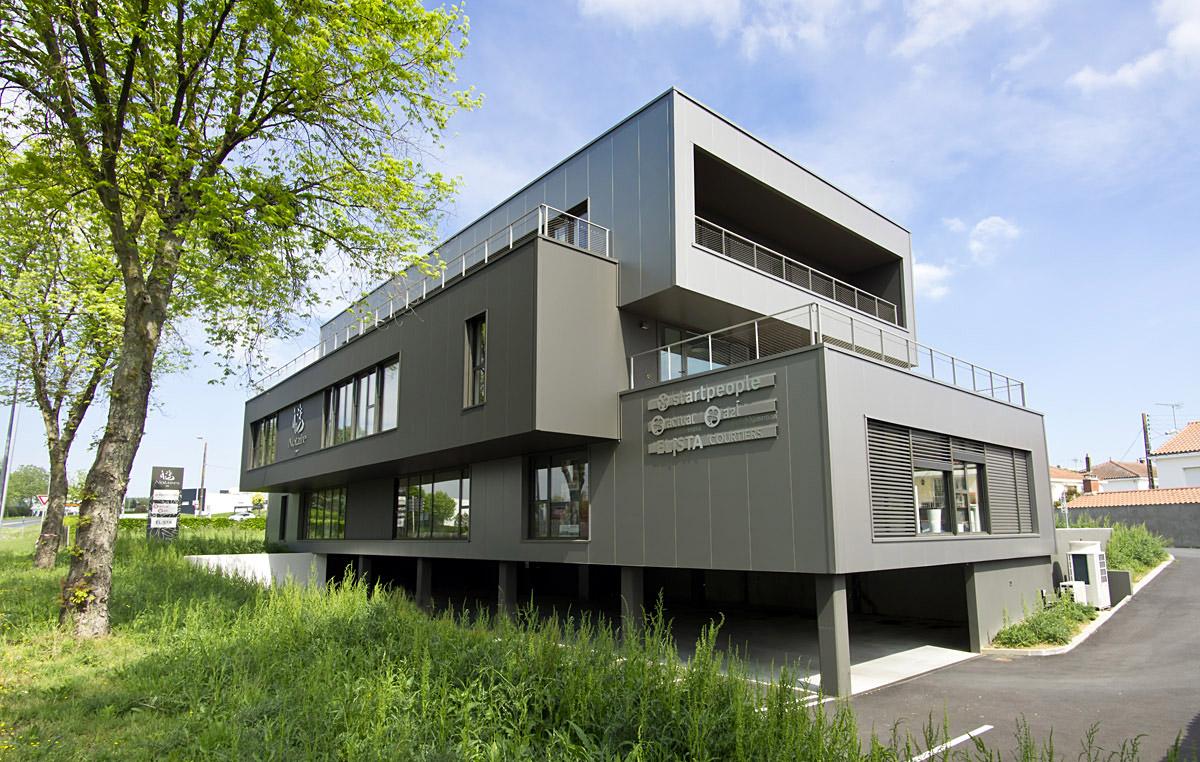 Bâtiment de bureaux construit par les architectes du cabinet DGA les Herbiers