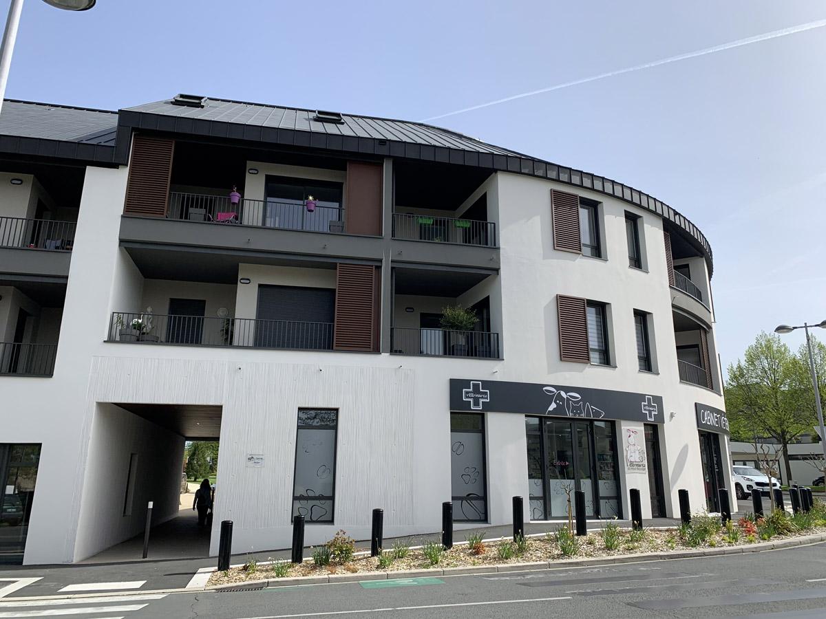 Commerces et logements à Mortagne sur Sèvre conception de DGA Architectes Vendée