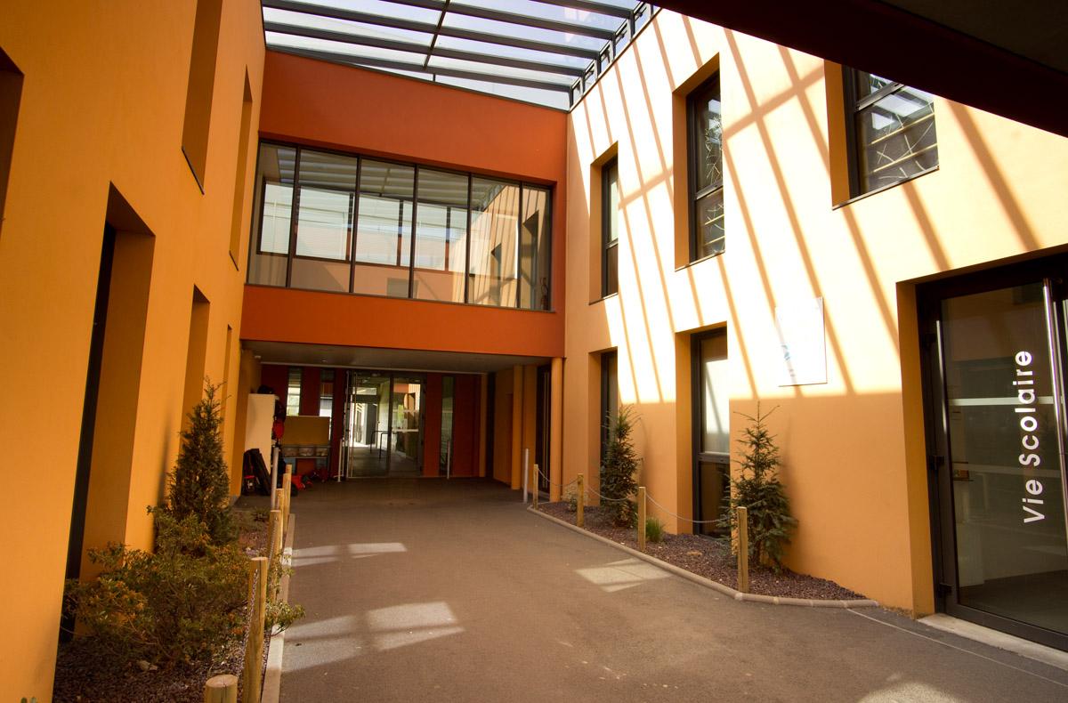 Intérieur du collège privé Jean Yole les Herbier une réalisation DGA Architectes
