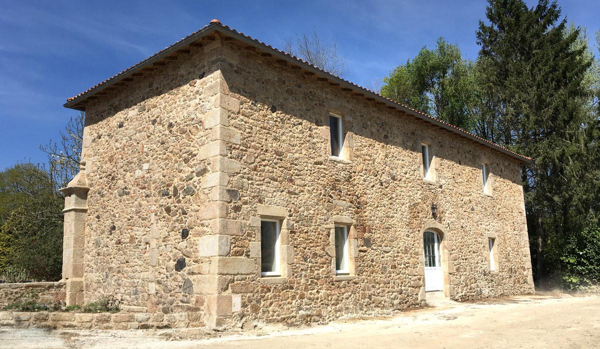 Rénovation pierre apparente réalisée par l'agence d'architecte DGA
