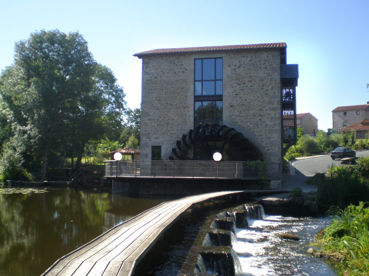 Réhabilitation du moulin à Tiffauges grâce à l'agence DGA des Herbiers