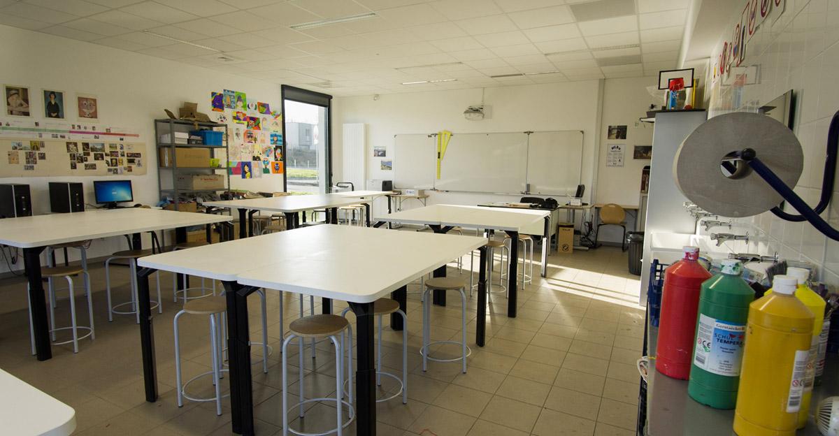 Collège de Aubigny les Clouzeaux réhabilité par l'agence DGA Architectes aux Herbiers