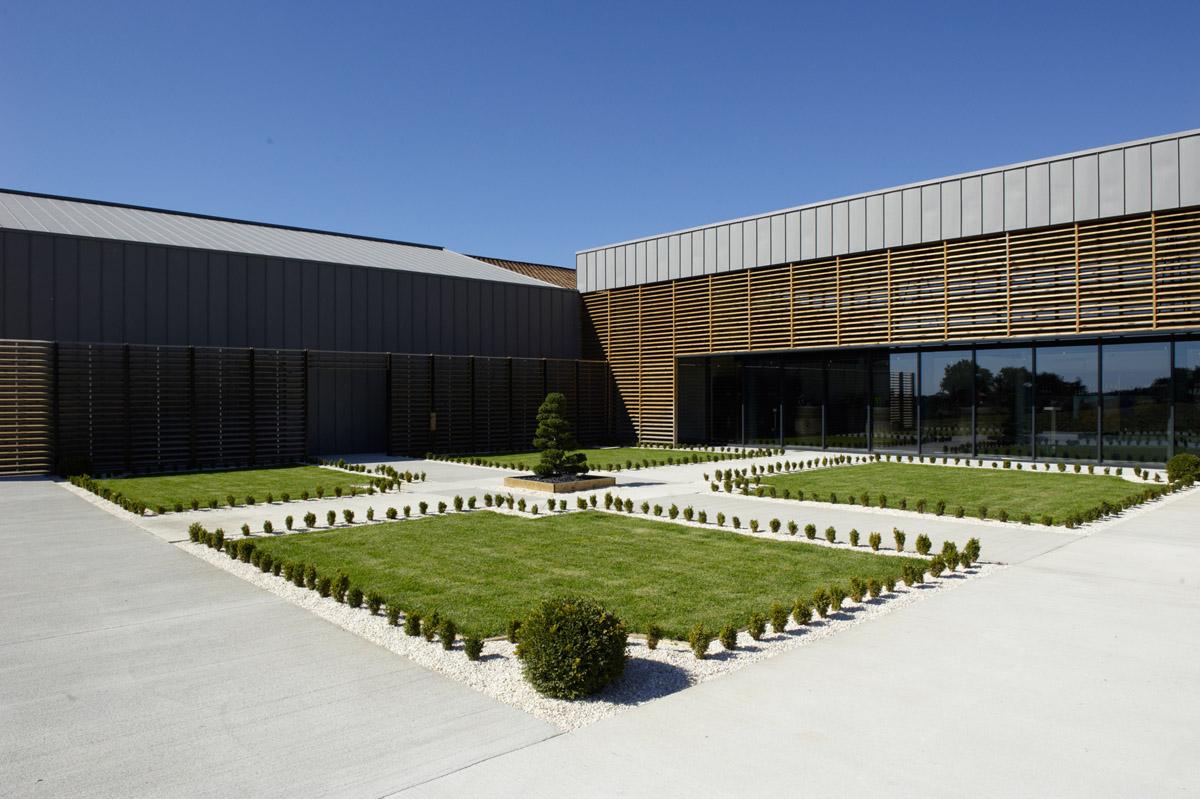 Extérieur bâtiments J.Mourat à Mareuil sur Lay Dissais - DGA Architectes