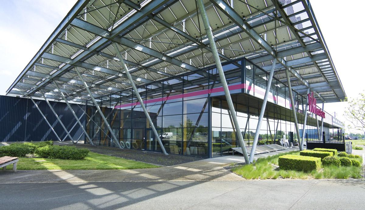 Commerce de matériaux VM aux Herbiers réalisé par le cabinet DGA Architectes