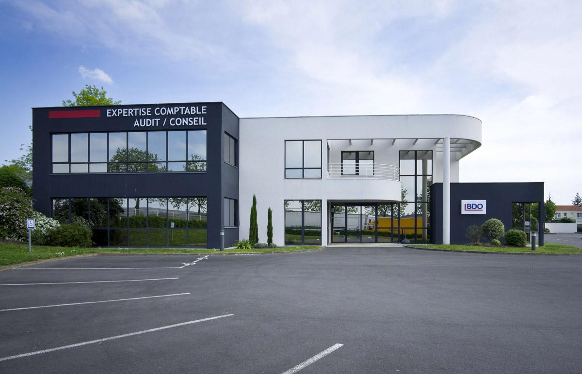 Extension des bureaux de BDO aux Herbiers par DGA Architectes