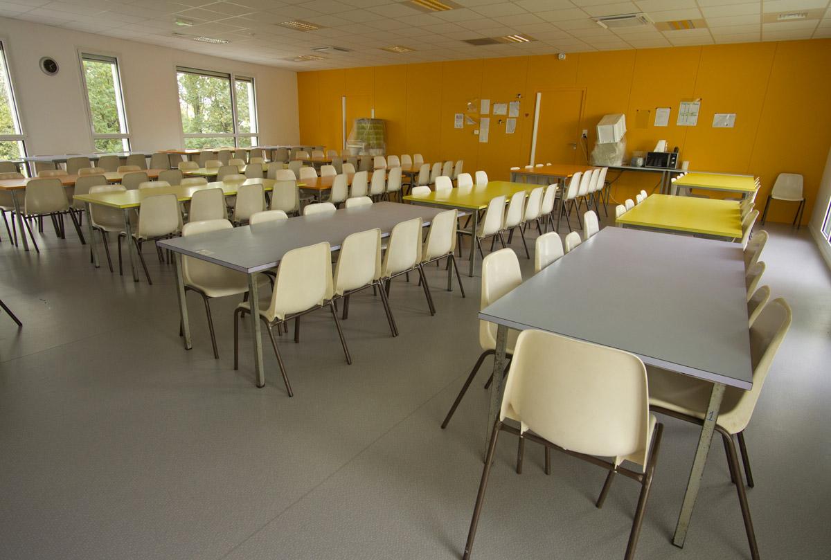 Zone repas à l'école les Herbiers - DGA Architectes