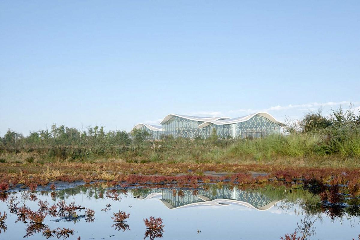 Architecture extérieure du complexe aquatique de St Hilaire de Riez - DGA Architectes