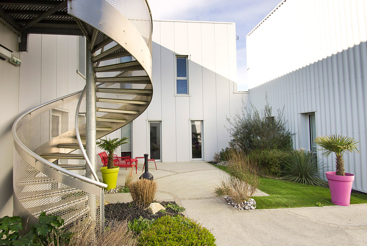 Espace extérieur entreprise Véolia La Roche sur Yon conception DGA Architectes les Herbiers